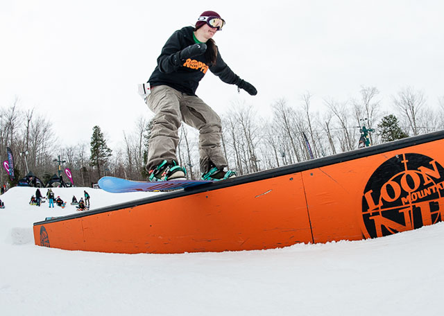 Snowboarder in small features